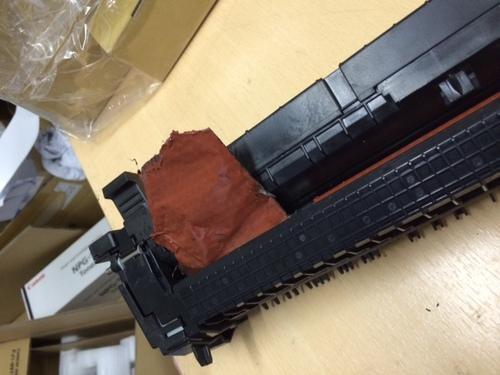 厚紙使用の頻度が多いお客様です  ローラーが破損してしまいました