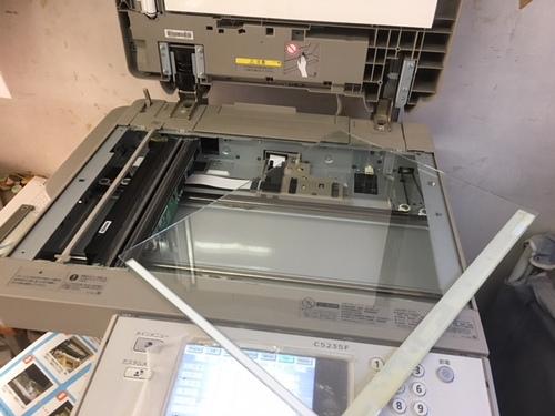 ADVC5235  画像汚れ コピー時